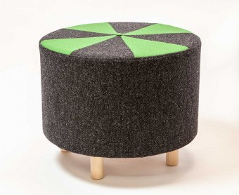lisbeth_lange_design_puf_med_ben_sort-groen